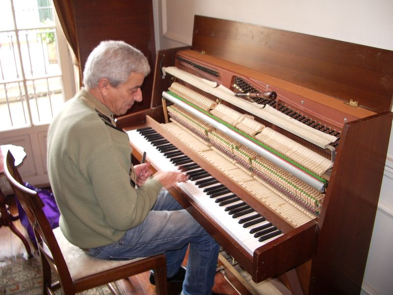 TALIM Piano tuner Abdel Malek Agdi
